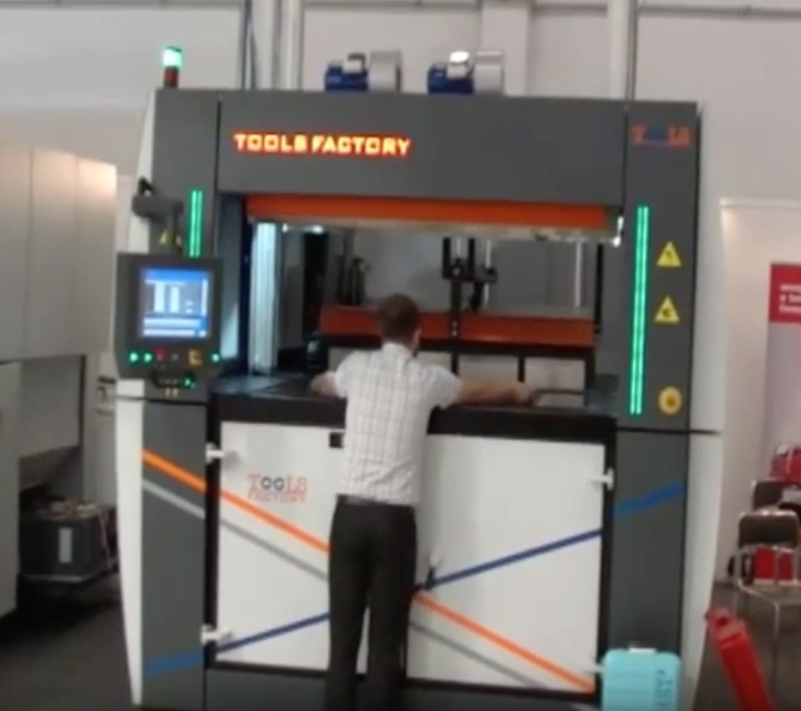 Targi PLASTPOL 2015 Termoformowanie na maszynie TF SMARTLINE 150 PLUS